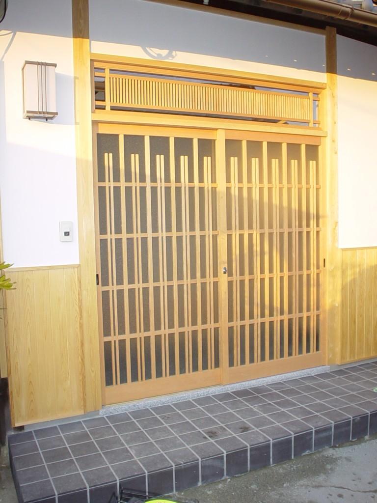 玄関格子戸 『人』を想う物作り…建具を『魅せる』インテリアへ  玄関格子戸製作のご依頼を頂きまし